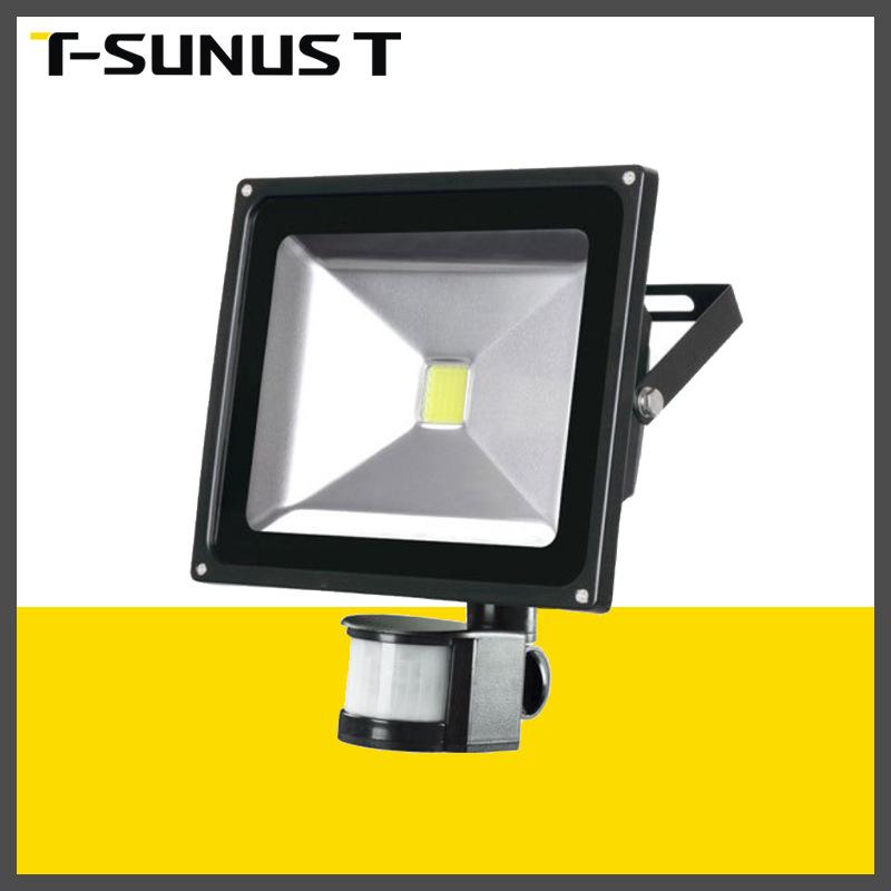 跨境专供LED人体感应投光灯 车库灯过道灯 背包款路灯带感应器