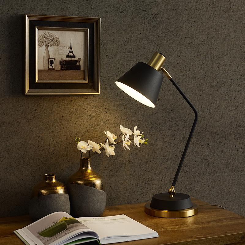 北欧卧室台灯床头灯创意美式设计师简约后现代轻奢书桌书房台灯