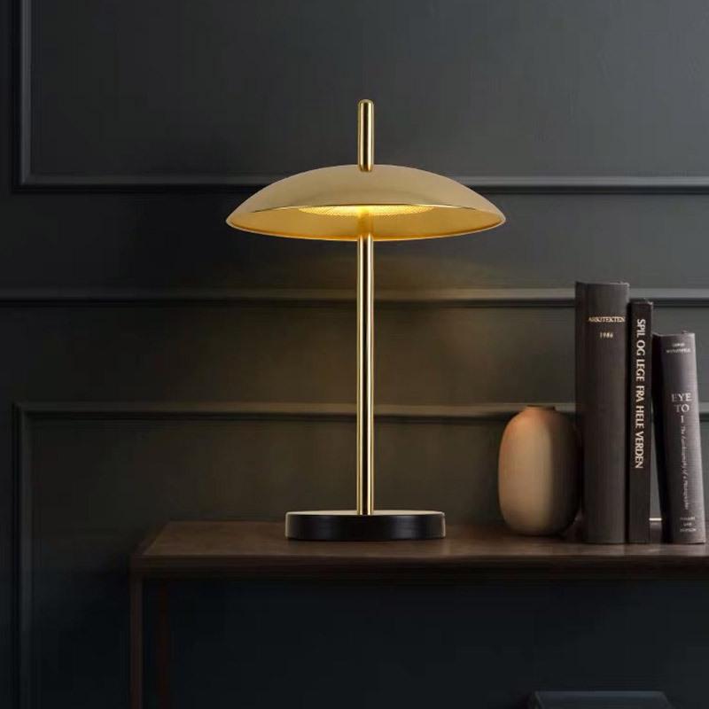 后现代简约灯具创意设计师样板间家用卧室床头灯客厅装饰个性台灯